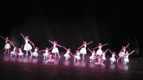 Grupo Dançando na Vila: iniciativa educacional de sucesso na conquista da autonomia de crianças e adolescentes